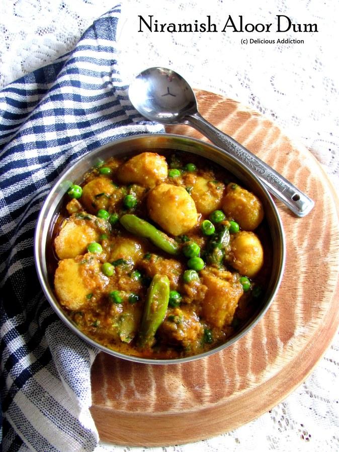 Niramish Aloor Dum (Bengali Style PotatoCurry)