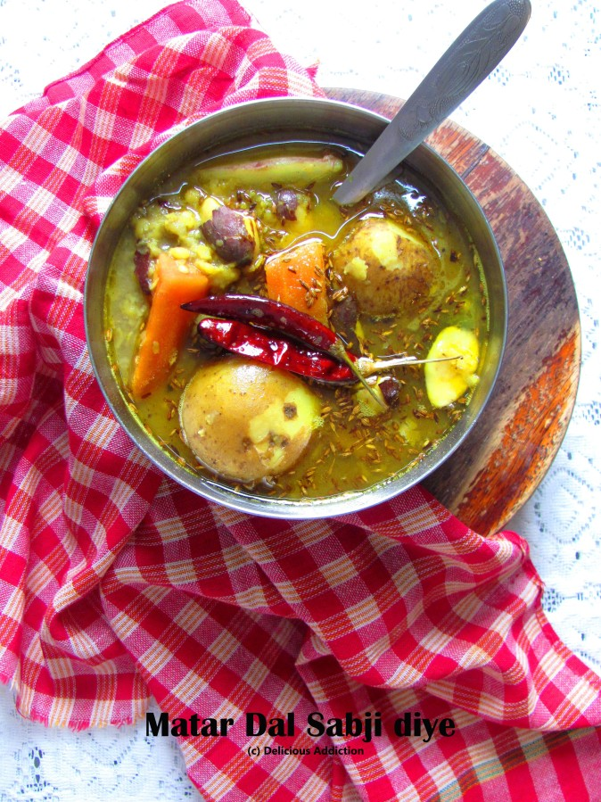 Matar Dal Sabji diye (Yellow Split Peas withVegetables)