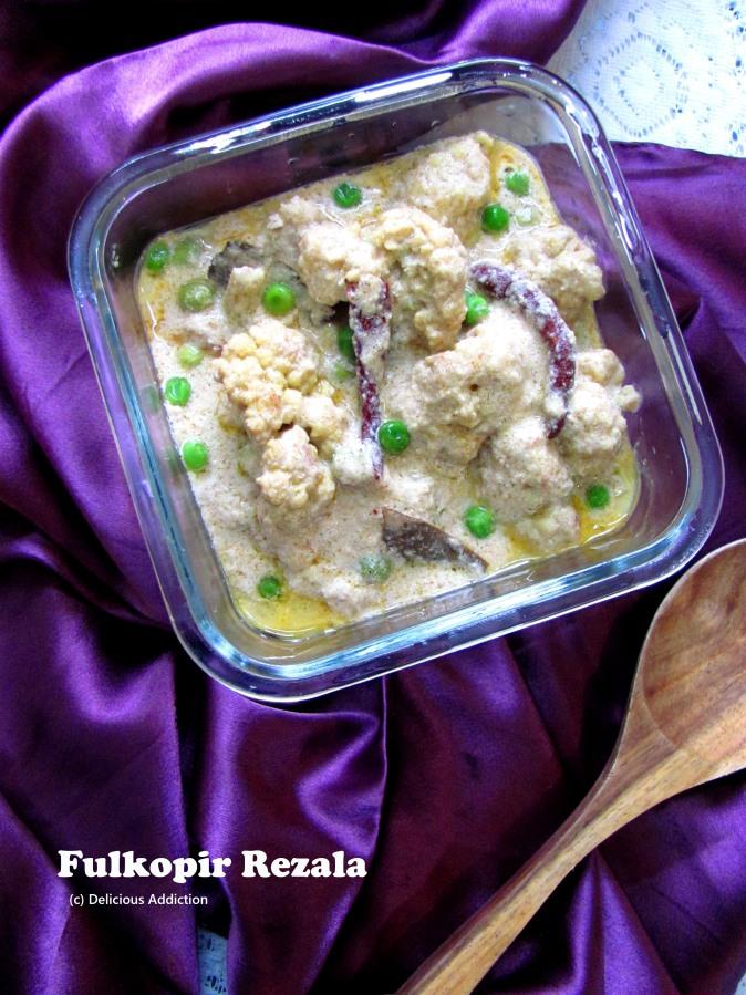 Fulkopir Rezala / Gobi Rezala (Yogurt based spicy CauliflowerCurry)